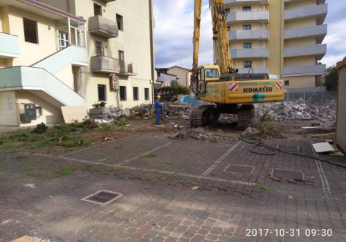 31.10.17 demolizione piscina (4)