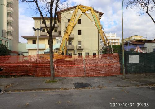 31.10.17 demolizione piscina (5)