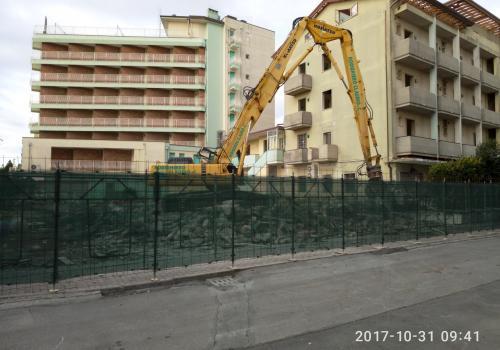 31.10.17 demolizione hotel (1)
