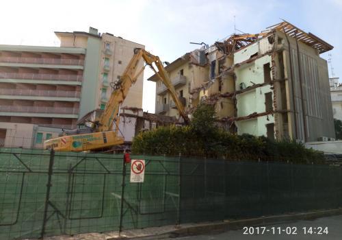 02.11.17 demolizione hotel (2)