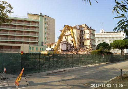03.11.17 demolizione hotel (1)