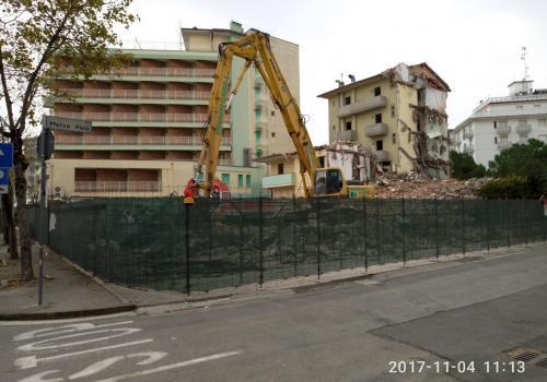 04.11.17 demolizione hotel (1)