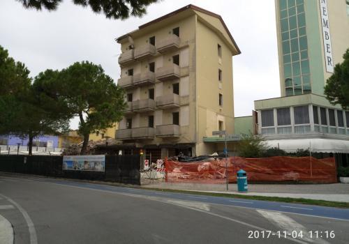 04.11.17 demolizioni hotel (3)