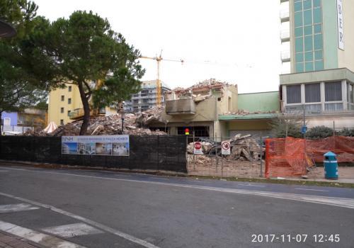 07.11.17 demolizione hotel (1)