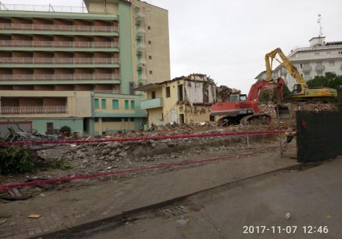 07.11.17 demolizione hotel (2)