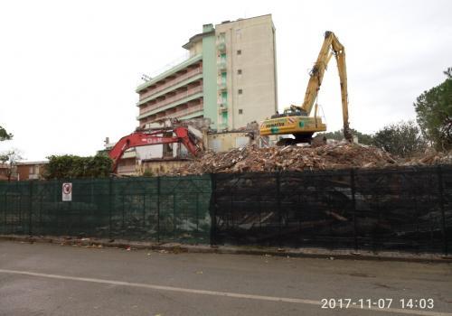 07.11.17 demolizione hotel (3)