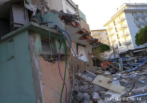 09.11.17 demolizione hotel (6)